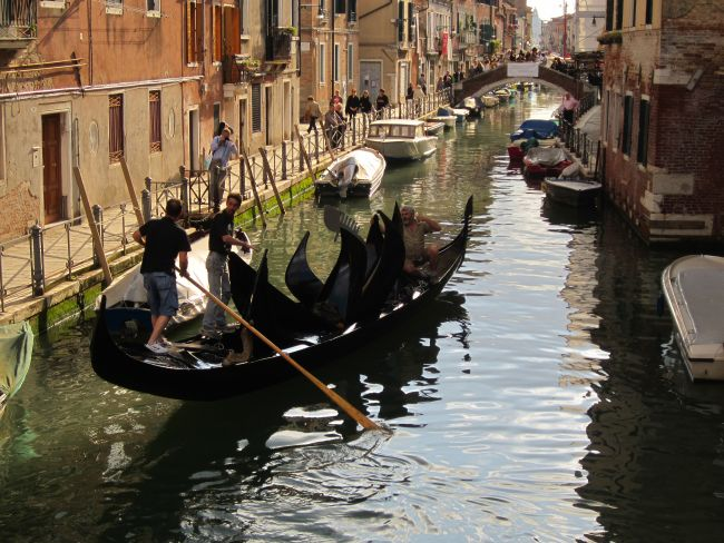 There was great applause from all the people who had stopped to watch. In my opinion, the gondolier was more of an artist than the person who put all the cut-up boat parts into the gondola.