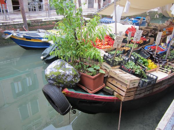As was Massimo and Luca's vegetable boat.  Perhaps there's a good crop of boulders coming in this year.