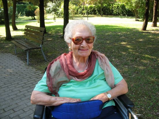 Alma in the garden of the nursing home in 2010.