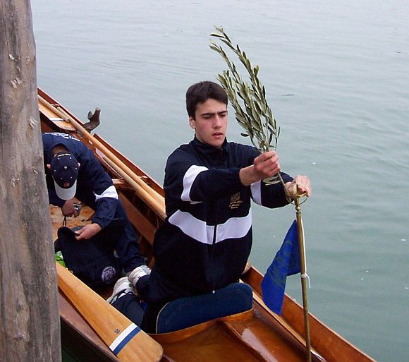 He may hate me for this, but this is how I remember him, out with other boys from the Naval College, on the 8-oar gondola. It was Palm Sunday, 2006, and he was affixing the traditional olive branch. Guess I'm getting old and sentimental.