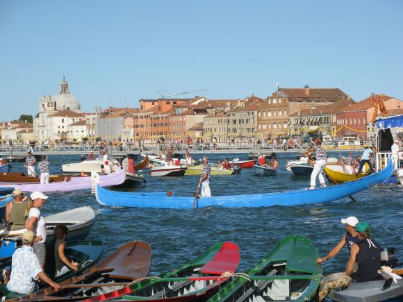 But then the party was over.  On Sunday afternoon, the Giudecca Canal is supposed to look like this.