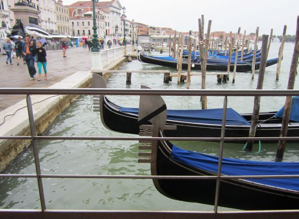 The gondola version of the black armband.