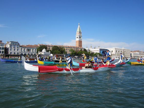 These are racing gondolas belonging to the city, which are decorated to evoke the boats and passengers of the original regata in 1489,