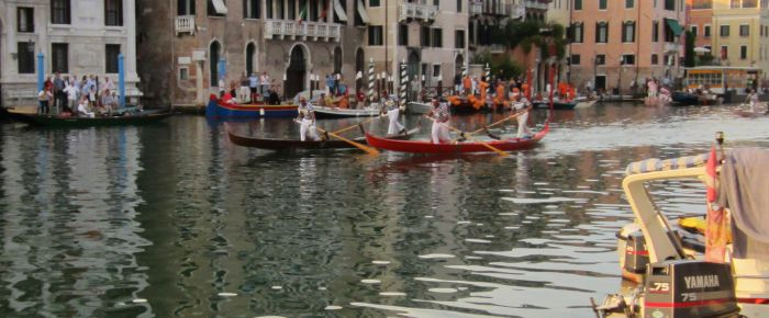 And here come the Vignottos and d'Este-Tezzat, speeding down the home stretch. Here's something peculiar: In both the boys' and men's races, the first two boats were orange and brown, but the order of finish was inverted.  I wonder what it all means.