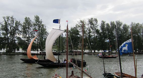 There were plenty of traditional Loire transport boats. I love their sails, they look like something off the Bayeux Tapestry.