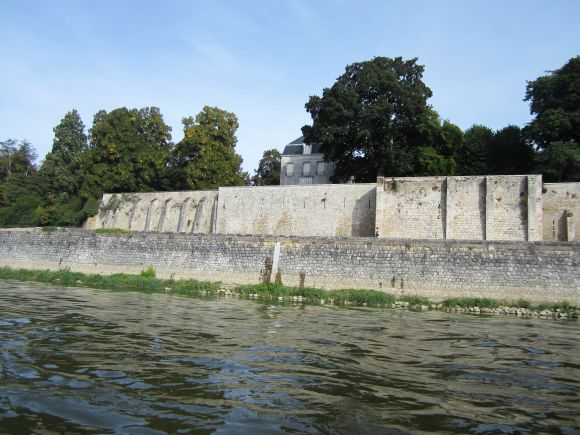 We didn't learn many details, but it's clear that the owner of the chateau had no intention of letting the Loire in spate damage his property.  The neighbors on either side are on their own.
