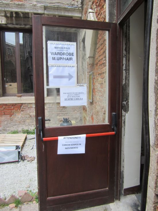 Helpful signs were everywhere, and scrupulously obeyed, as you can see by how firmly the door is closed, as instructed.