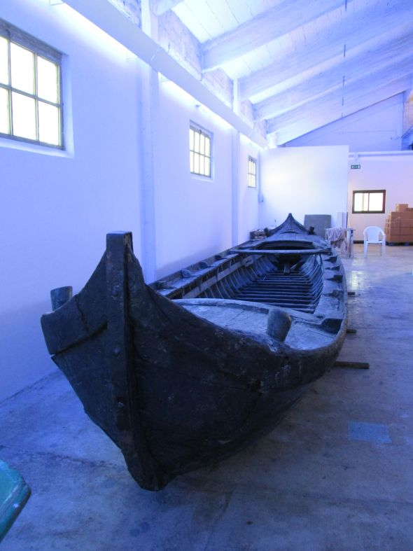 Or, if you were a fisherman, you might come out in an equaly impressive (in its way) boat -- a caorlina da seragia.  Only a few still exist, and this very old craft has retained its original pitch waterproofing.  You could fit several families, aristocratic or otherwise, into this monster.