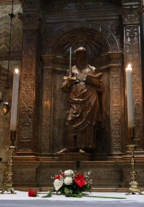Someone placed a bocolo on St. Paul's altar in the basilica of San Marco. I'm baffled, but I'm still glad to see it there. And no, you're not supposed to take pictures in the basilica. I'll never do it again.