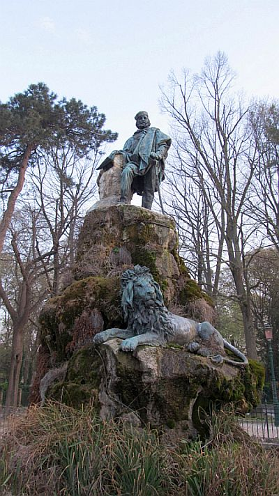 The analogous statue to Giuseppe Garibaldi, by Augusto Benvenuti, was inaugurated on July 24, 1887, a few months after the king's memorial.