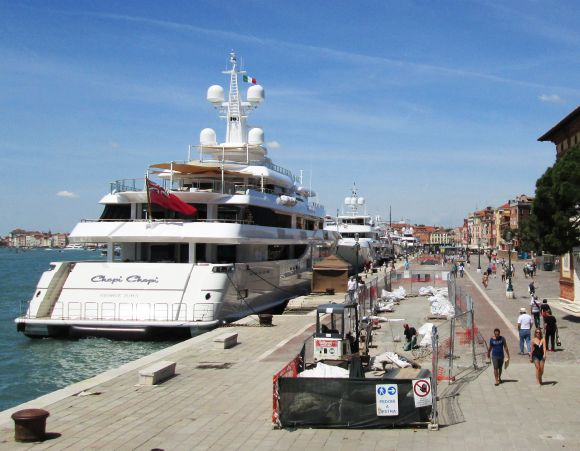 The usual procession of extreme luxury yachts came to the Riva degli Schiavoni.  Little me thinks I'm looking at boats that cost too much.  I wonder what a Biennale artist sees?
