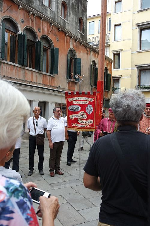 As the gonfalone of San Marco was raised at the end of tne ceremony, the standard of the Carpenters and Caulkers came to the fore. If you didn't like the color red, you'd have had to stay home today.