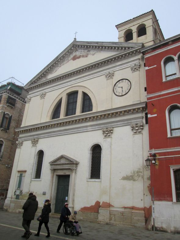 The church of San Francesco di Paola in via Garibaldi also sports a clock -- or did, until some time during WW 2 it stopped working.  Rather than repair it, the parishioners removed it and left its shadow behind.  Too bad -- a clock that worked would be extremely useful there.