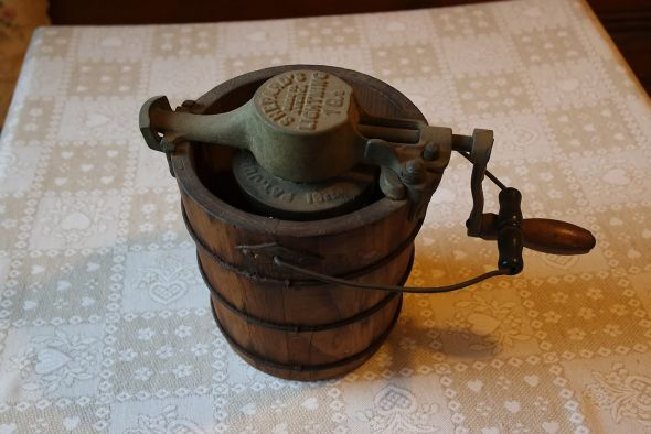 The ice-cream-freezing machine was invented by Nancy Johnson in Philadelphia in the 1840s. This system, in various sizes (this is a quart) was what all gelato-makers used till mechanization came at the end of the 19th/beginning of the 20th centuries.