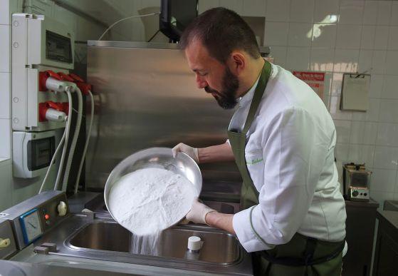 Carob flour, a natural stabilizer.